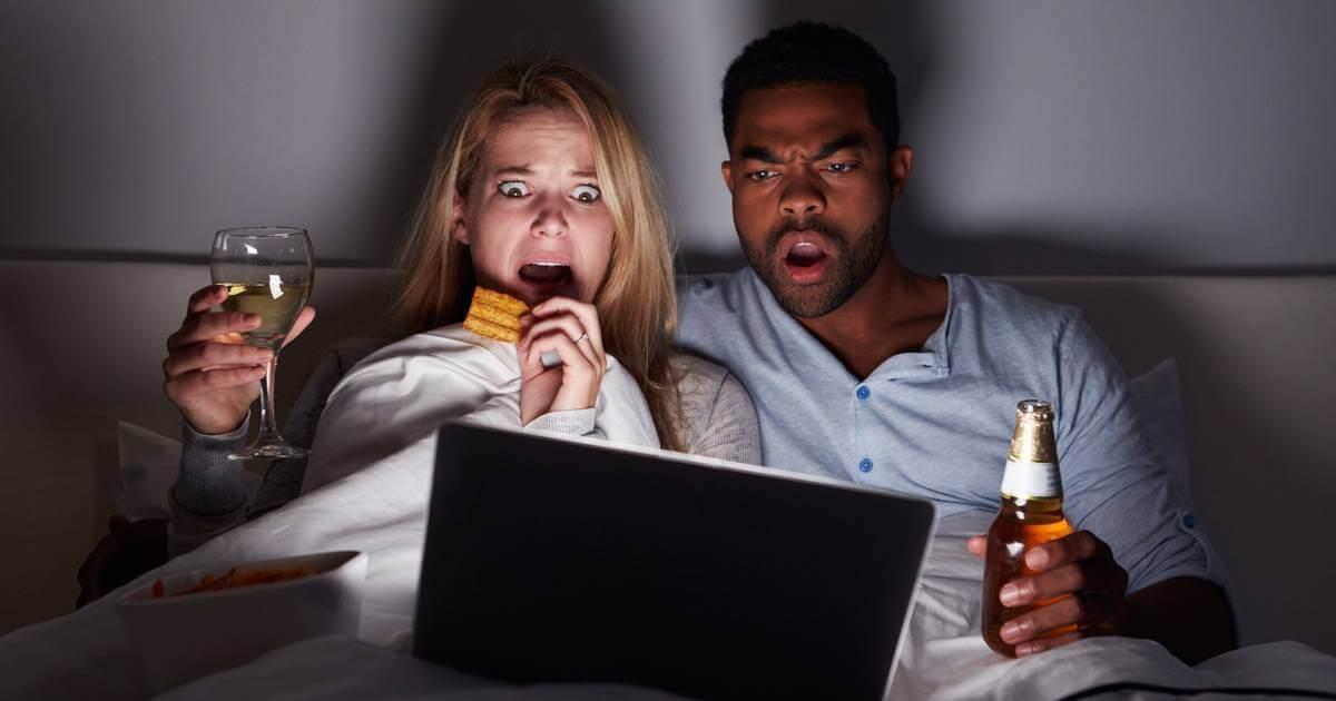 Personas Viendo Película Terror